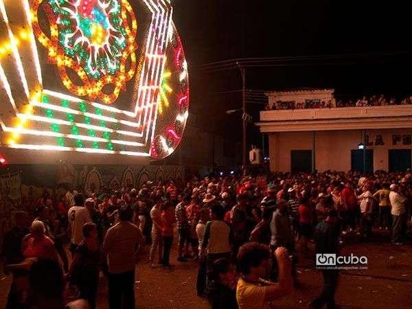 El público apoya a su bando favorito / Foto: Gerlis Rivero