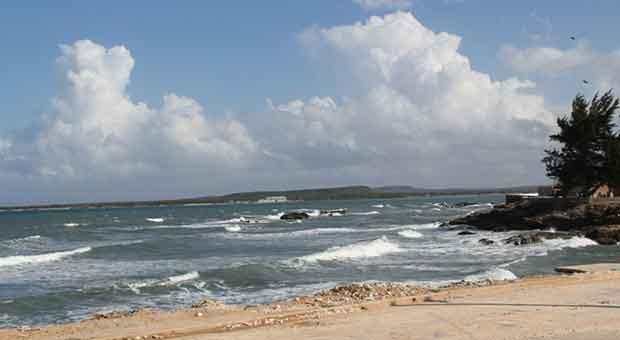 """""""Aquí casi todo el año hay oleaje, así como ahora ¿ve´?"""" Foto: KMVL/OnCuba"""